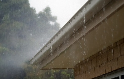 Atouts de la récupération d'eau de pluie pour usage domestique